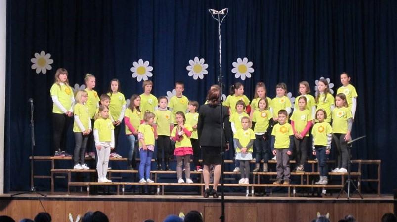 Revija otroških in mladinskih pevskih zborov v Vipavi: NAŠA POMLAD 2017