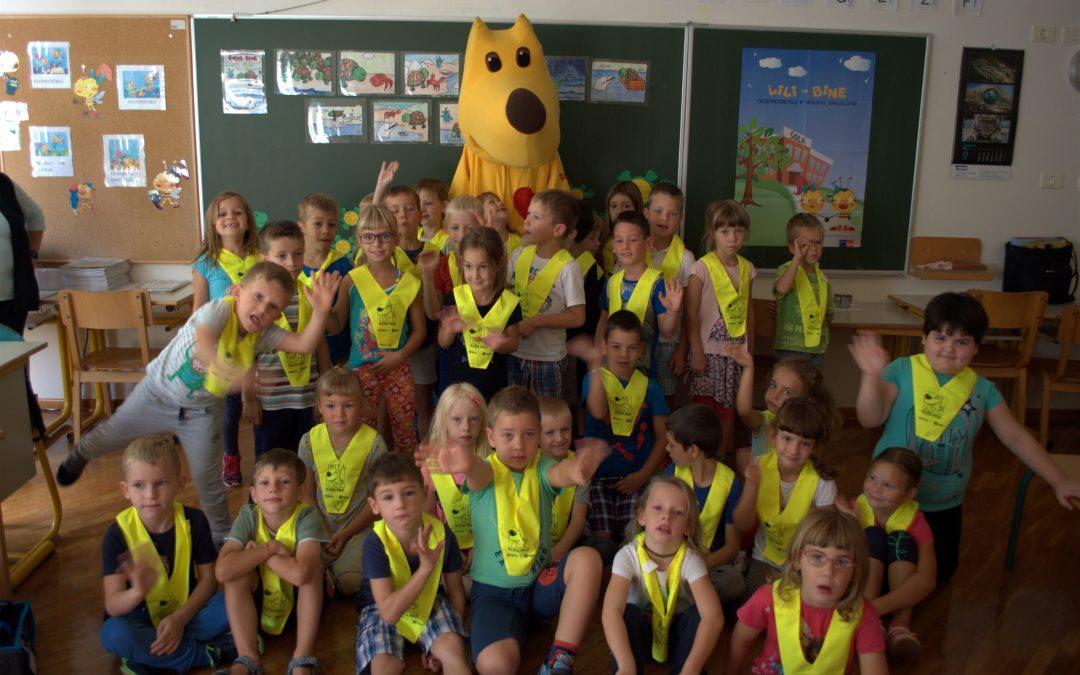 Prvošolce v Vipavi je obiskal kuža Pazi